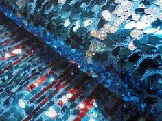 Tule stof aqua met opgestikte pailletten regenboog-bbms.nl - Bas Bastiaans