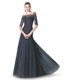 Elegante diseño con cuerpo y mangas de encaje y vaporoso falda. Colección fiesta 2015 St. Patrick y La Sposa