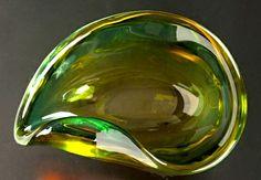 Alfredo Barbini - Vetro sommerso di colore verde smeraldo. Anni '60. Firmato alla base.