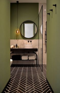 Bathroom design, Amsterdam canal house - By Ann-Interiors - sophia.pinehouse Bathroom design, Amsterdam canal house - By Ann-Interiors - Modern Bathroom Design, Bathroom Interior Design, Minimal Bathroom, Bath Design, Bathroom Designs, Interior Shop, Luxury Interior, Toilet Design, Classic Bathroom