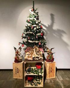 Wine Crates Used To Decor Christmas Tree