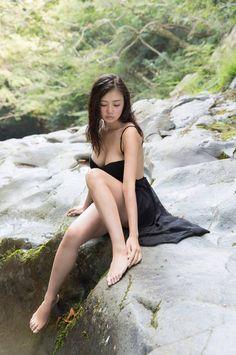 【画像あり】超絶ボディで話題の片山萌美のエロい身体wwwwwwwwwww : キニ速