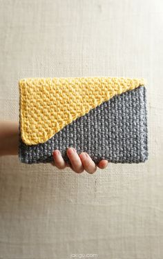 Crochet handbag / clutch / journal cover / book cover / purse. Crochet pattern preview and 50% off coupon code exclusive to jakigu.com.
