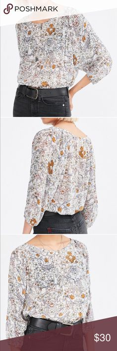 9a152d1335a59 Floral blouse Ecote brand by Urban Outfitters. Vintage look floral patter  blouse Urban Outfitters Tops