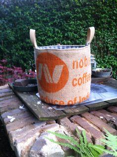 Mand van jut koffiebonen zak gemaakt door Cecile van der Meijs