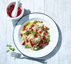 Spaghetti with fresh tomato sauce - totally delicious Bbc Good Food Recipes, Veggie Recipes, Cooking Recipes, Kid Recipes, Veggie Meals, Pasta Recipes, Recipies, Vegetarian Meals For Kids, Vegetarian Recipes