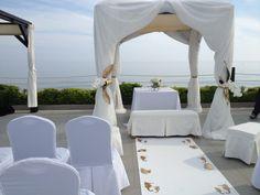 Altar frente al mar, bodas en la playa, inspiración marina en Club La Cabane