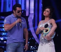 Salman Khan on jhalak Dikhla Jaa to promote Bigg Boss 7.Drashti Dhami is the best contestant of Jhalak.