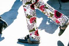 Pantalon à fleurs et mocassins Gucci à la Fashion Week automne-hiver 2016-2017 de New York