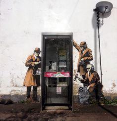 Neues Mural von Banksy  Nach seiner New York Exkursion war es eine Weile still, doch nun hat Banksy sich zurück gemeldet.  Sein Statement zur NSA Abhör-Affäre hat er in Cheltenham (UK) hinterlassen, dem Sitz des GCHQ (Government Communications Headquarters).  Die Adresse ist also bestens gewählt.