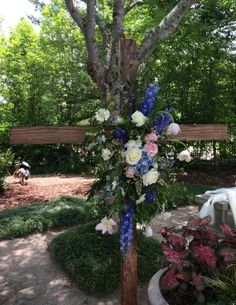 Are you looking for a beautiful cross for your ceremony? We have one. Floral by @cecedesignsllc