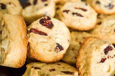 Keksy s brusinkami připomínají takzvané americké sušenky; Archiv čtenářky
