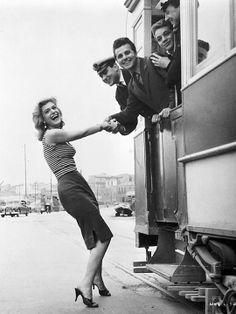 Photo: Never on Sunday by Jules Dassin, 1960 © Melina Mercouri Foundation Never On Sunday, Die A, Sunday Movies, Zorba The Greek, Cinema Theatre, Greek Culture, Film Studio, Women Figure, Great Women