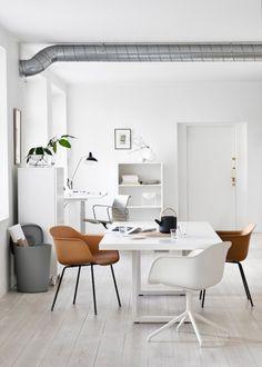 I love the latest work of interior stylist Riikka Kantinkoski for Finnish Design Shop. Very fresh and inspiring office ideas! | Photo