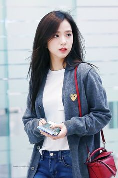 Your source of news on YG's current biggest girl group, BLACKPINK! Kpop Girl Groups, Korean Girl Groups, Kpop Girls, Blackpink Jisoo, Blackpink Fashion, Korean Fashion, Lisa, Black Pink ジス, Blackpink Photos