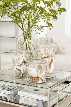 16 Creative Coffee Table Decorations Help You to Decorate Living Room Home Coffee Tables, Coffee Table Styling, Decorating Coffee Tables, Coffee Table Design, Coffee Table Vignettes, How To Style Coffee Table, Silver Coffee Table, Dining Room Table Centerpieces, Design Table
