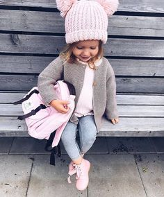 Carrera online, moda infantil online otoño-invierno () Super adorable toddler girl outfit for school. Love the cute pink winter hat.Super adorable toddler girl outfit for school. Love the cute pink winter hat. Little Girl Outfits, Little Girl Fashion, Fashion Kids, Toddler Fashion, Fall Fashion, Latest Fashion, Fashion Clothes, Trendy Fashion, Fashion Trends