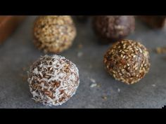 Recette boules énergie aux dattes et graines - YouTube Muffin, Breakfast, Food, Desserts, Candy Bars, Chocolate Candy Bars, Homemade Chocolate, Dates, Seeds