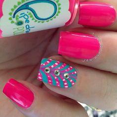 uñas-rosadas-con-accesorios-1.jpg (560×560)