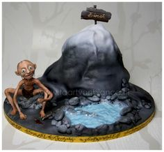 This Lord of the Rings Gollum Cake by taartvanbianca via Between the Pages