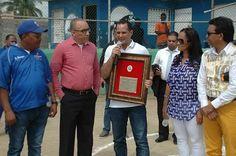 Club deportivo Los Delfines reconoce al ministro de la Juventud   NOTICIAS AL TIEMPO