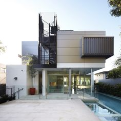 Wentworth Rd House / Edward Szewczyk Architects - Location: Vaucluse, Sydney, Australia  Project Year: 2012