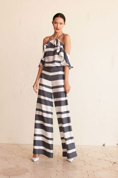 View the complete Trina Turk Spring 2017 Ready-to-Wear Collection from New York Fashion Week. Fashion 2017, Look Fashion, Spring Fashion, Fashion Show, Fashion Outfits, Trina Turk, Mode Statements, Dress To Impress, Ready To Wear