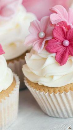 Flower cupcake - beautiful photography!