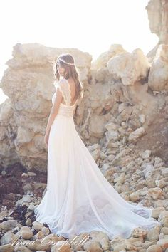 Anna Campbell 'Spirit' Collection 'Coco' gown // Visit www.modernwedding.com.au to see the entire collection. Photography by 35mm Wedding Photography, Makeup by Melonie Santos, Hair by Momu Hair. #bride #wedding #dress
