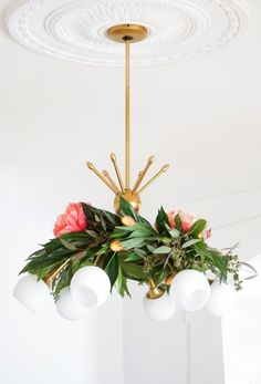Spring Floral Bedroom Decor 37 Home Decor Diy S Pretty for Spring This Diy Floral Chandelier Garland is the Perfect touch to 1 Floral Chandelier, Diy Chandelier, Floral Garland, Handmade Home Decor, Diy Home Decor, Decoration Crafts, Diy Crafts, Floral Bedroom Decor, Diy Simple