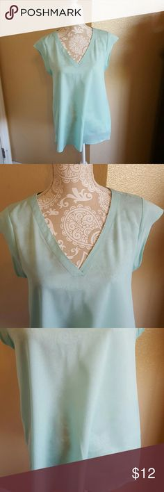 Daniel Rainn Mint Blouse size Small Daniel Rainn Mint Bliuse size Small but runs big and would definitely fit a Medium. So cute and perfect for so many occasions. Flattering V neck and Cap sleeves with pleating in the back. Excellent condition worn once. Daniel Rainn Tops Blouses