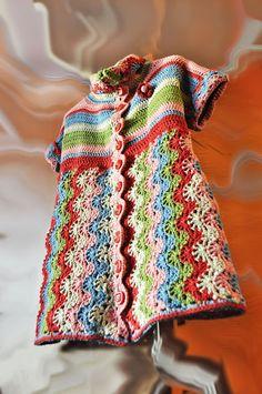 Crochet coat - with link to free pattern Crochet Bolero, Crochet Coat, Crochet Jacket, Crochet Stitches, Crochet Hooks, Crochet Patterns, Crochet Tunic, Crochet Birds, Crochet For Kids