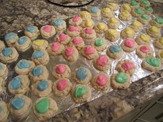 I'm going to try these ones this weekend, with green and pink icing. :)