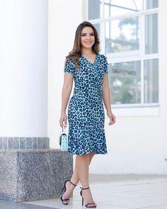 """427 Likes, 7 Comments - Ella's Moda Evangelica (@ellasmodas) on Instagram: """"Bom dia!!! Vestido de viscose modelo transpassado Coleção Primavera-verão 2018  Confira os…"""""""