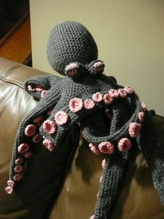 Realistic crocheted octopus. . . Pattern $7 on Ravelry.
