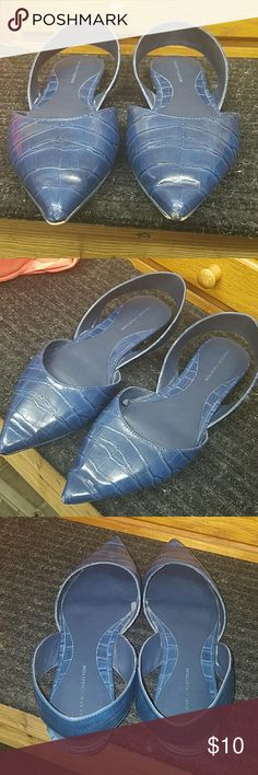 Zara navy flats Re-poshed because they didnt fit me at all. Lol very small/narrow size 8 so im listing them as 7.5. They are soooo cute wish they fit! Airy open back sandle like flats zara basic collection some wear from previous owner but in great condition Zara Shoes Flats & Loafers