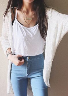 Minimalist comfy outfit with white shirt and cardigan and classic blue jeans Style Outfits, Mode Outfits, Casual Outfits, Fashion Outfits, Casual Clothes, Fashion Clothes, Fashion Bags, Fashion Ideas, Fashion Jewelry