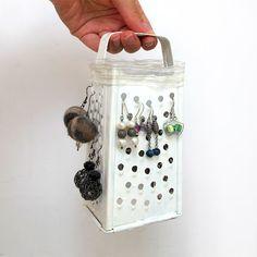 Rallador | 25 Maneras inteligentes de organizar tus joyas haciéndolo tu misma