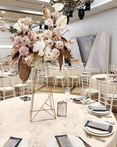 открыли сезон 2018❤ стильной современной свадьбой красивейшей пары Диана & Никита❤ спасибо @kramars.wed за возможность и душевную организацию ✨розовое золото, пудра, мрамор, геометрия и грифельный серый ______________ организация @kramars.wed декор и флористика @flowerslovers.ru фото от @alenakubik