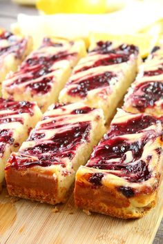 Eating For Fat Loss Lemon Raspberry Cheesecake Bars!Eating For Fat Loss Lemon Raspberry Cheesecake Bars! Dessert Bars, Smores Dessert, Picnic Dessert Recipes, Dessert Bread, Food Cakes, Bundt Cakes, Easy Desserts, Delicious Desserts, Spring Desserts
