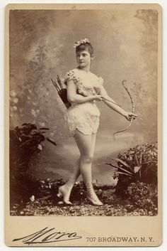 1890 Victorian Burlesque dancer Miss Farrington in a short sleeveless costume, holding bow and arrow, with quiver and arrows on back, buttoned and heeled boots. IMAGE: CHARLES H. Burlesque Vintage, Cirque Vintage, Vintage Circus, Vintage Pictures, Old Pictures, Vintage Images, Old Photos, Retro Images, Vintage Postcards