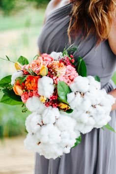 Gorgeous wedding bouquet with Cotton - A Styled Shoot by Cedarwood Weddings - www.theperfectpalette.com - Jenna Henderson Photography