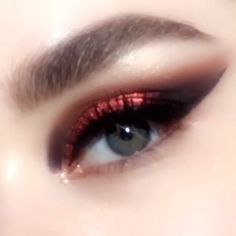 MOTHERSHIP V Bronze Seduction Eyeshadow Palette 125 Featuring a rose gold metallic copper red and plum cateye tutorial Gorgeous warmtoned fallwinter palette with vibrant. Makeup Hacks, Makeup Goals, Makeup Inspo, Makeup Inspiration, Makeup Tips, Makeup Tutorials, Makeup Products, Makeup Basics, Beauty Products