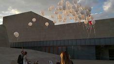Suelta de globos de helio para boda en Ávila Chandelier, Ceiling Lights, Home Decor, Balloon Release, Wedding Balloons, Helium Balloons, Weddings, Candelabra, Decoration Home