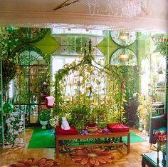 Curious Places: Lenny Weiner's Apartment (New York/ U.S.A.) Lots going on here a fun place.  See link...  http://curious-places.blogspot.com/2011/01/victorian-cottage-delhi-ny-usa.html#