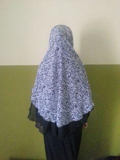 Kerudung Black White Batik