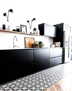 Are you looking for some fantastic ideas for your new kitchen backsplash ? Installing a new backsplashk is a great way to update your kitchen without going through a full remodel. Home Interior, Kitchen Interior, New Kitchen, Kitchen Decor, Interior Design, Kitchen Wood, Kitchen Backsplash, Interior Ideas, Kitchen Ideas