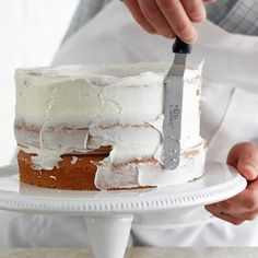 Bake and frost a picture-perfect cake! Here's how: recipe cake Cupcakes, Cupcake Cakes, Cake Decorating Tips, Cookie Decorating, Just Desserts, Delicious Desserts, Cake Recipes, Dessert Recipes, Muffins