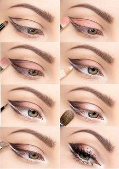 Zachte tinten oogschaduw voor breder lijkende ogen.