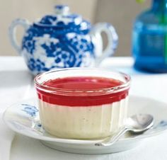 Vanilla panna cotta and pomegranate sauce